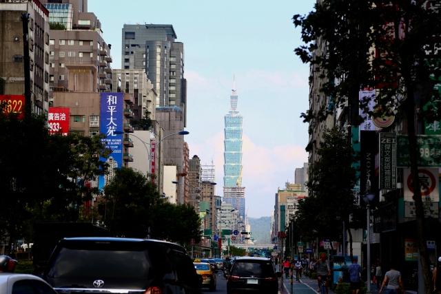 台湾のマーケット規模がわかるような街並み