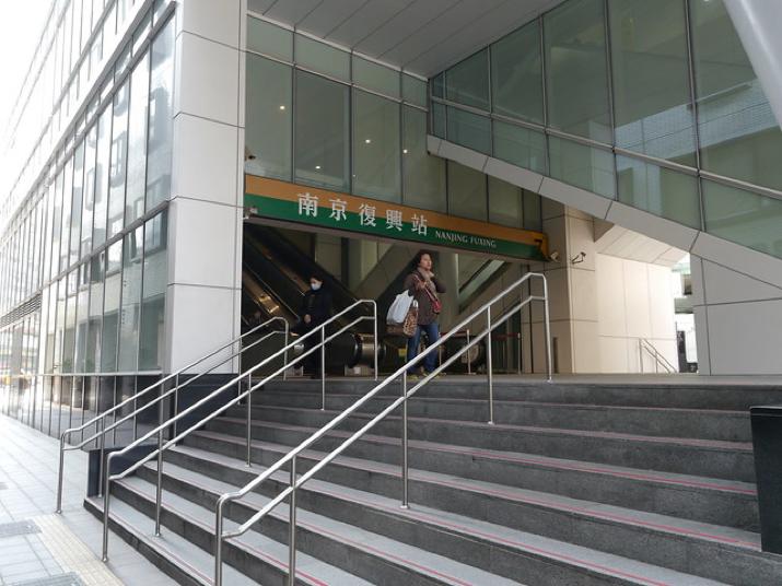 距離南京復興站走路約10分鐘ʕ •̀ o •́ ʔ