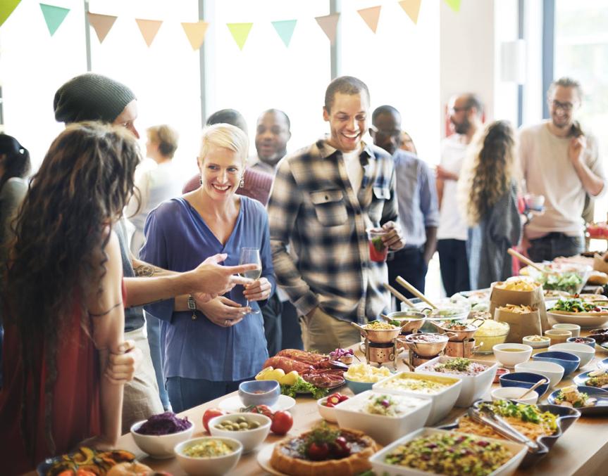 尾牙聚餐、和廠商吃春酒時,該怎麼聊才不失禮?