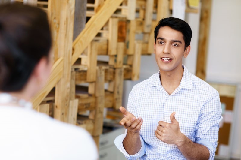 超狂銷售心理學:請客戶幫你「兩個忙」,他們就會挺你到底!