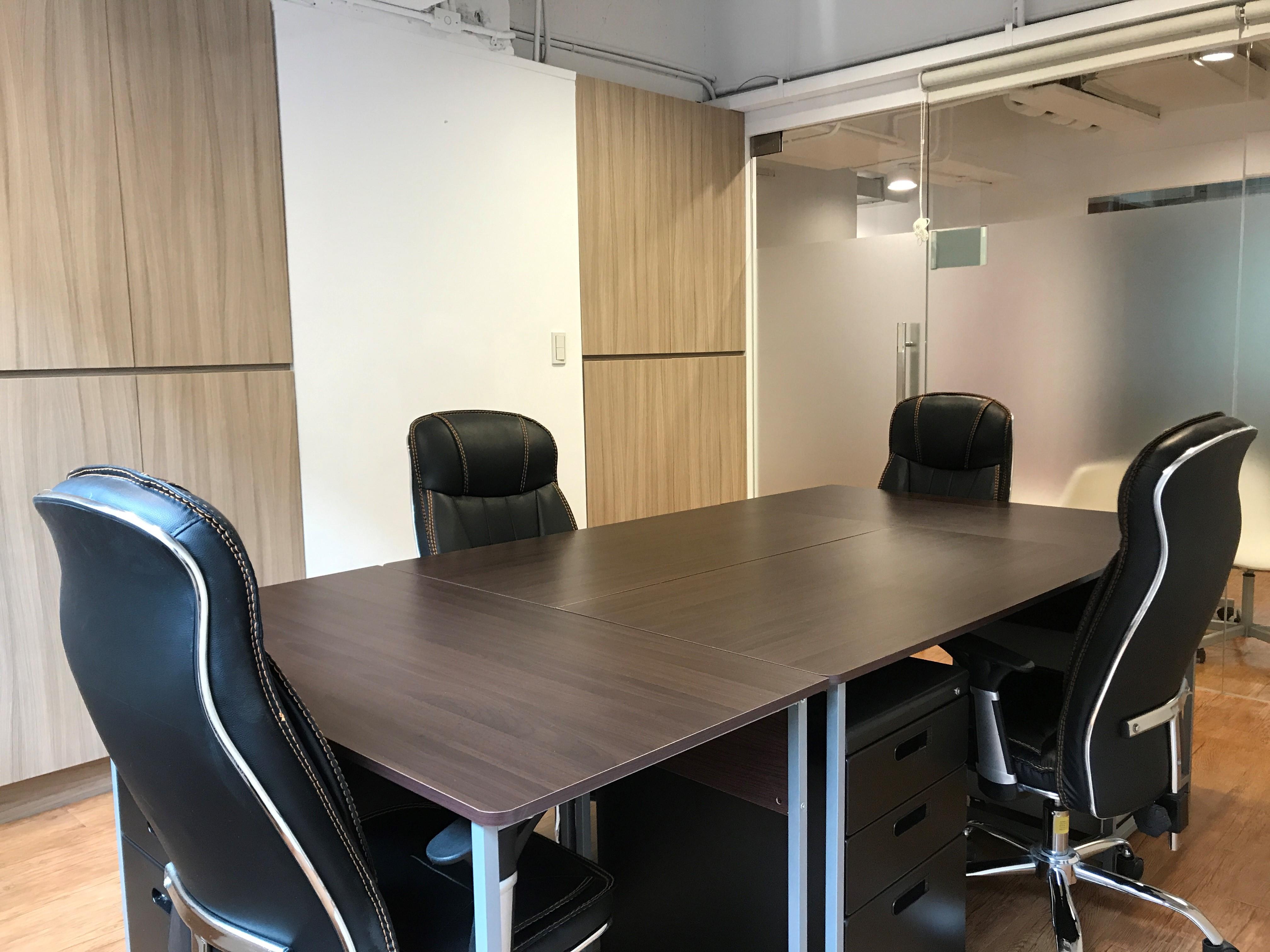 哪種辦公室空間最能提升效率?是員工自己佈置還是花重金請設計師設計?